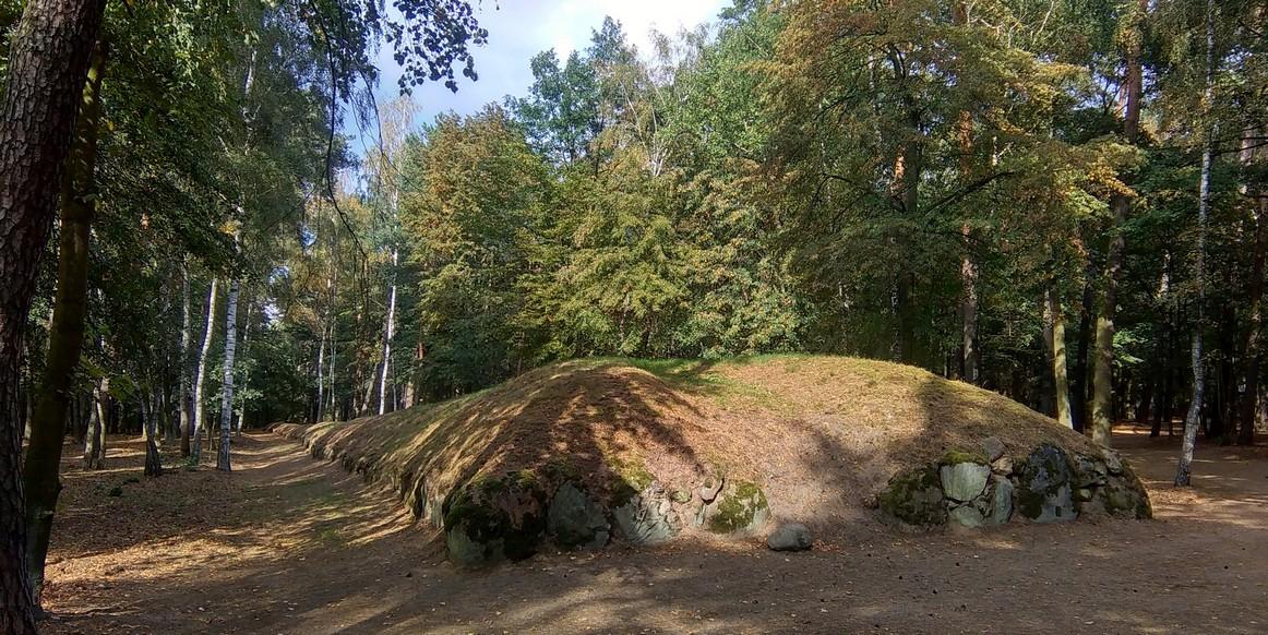 Grobowiec, Park Kulturowy Wietrzychowice