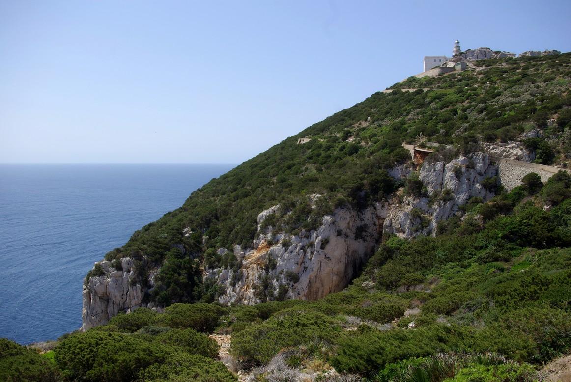 Najwyżej położona latarnia morska we Włoszech (187 m n.p.m.), Capo Caccia