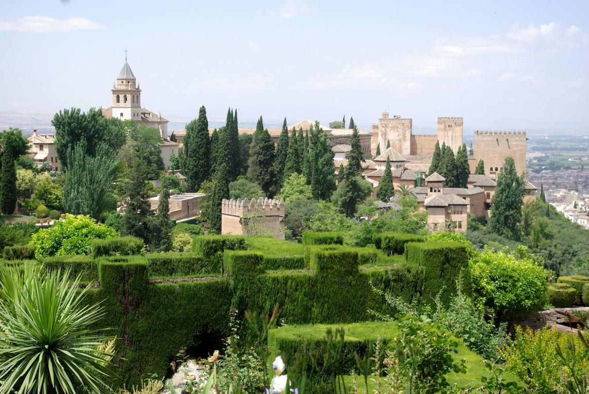 Widok z ogrodów Generalife, Alhambra, Granada
