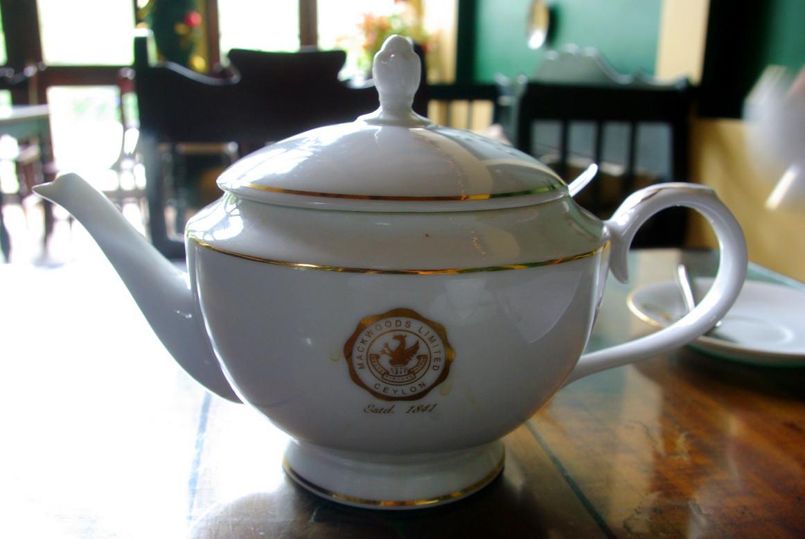 Imbryk z herbatą, plantacja Macklewood, Sri Lanka