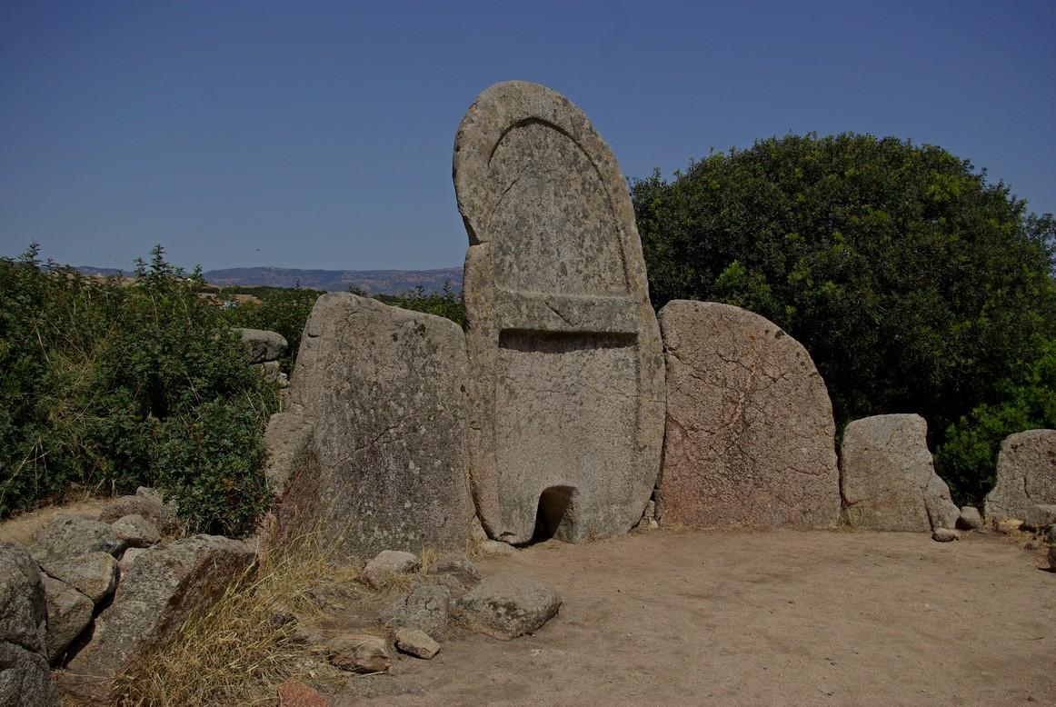Tombe dei giganti Sa Ena'e e Thomes, Sardynia